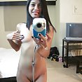 Shaved Filipina seflie chick - image